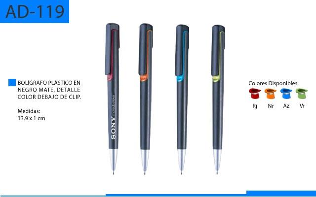 Bolígrafo Plástico Color Negro Mate Detalle Bajo el Clip a Color