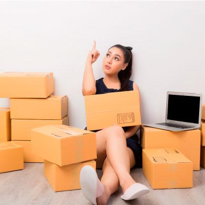 dueno-negocio-trabajando-cajas_1150-11641
